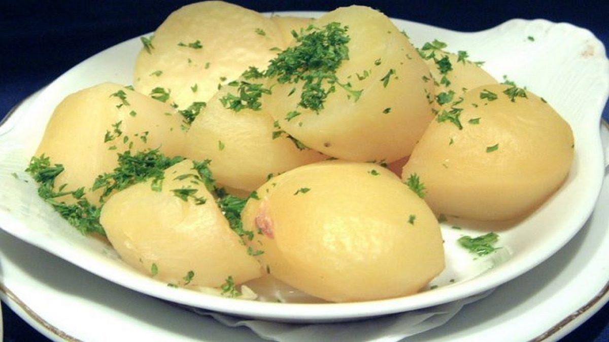 К отварному картофелю что приготовить