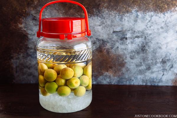 Как приготовить домашнее вино из слив