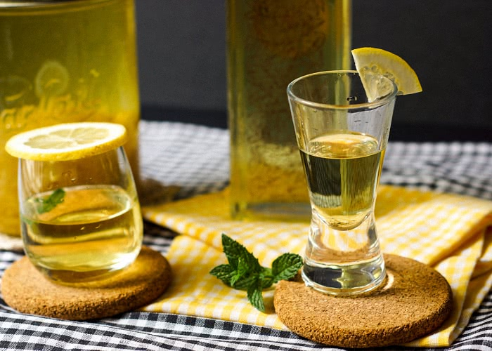 Лимонная настойка и лимонная водка