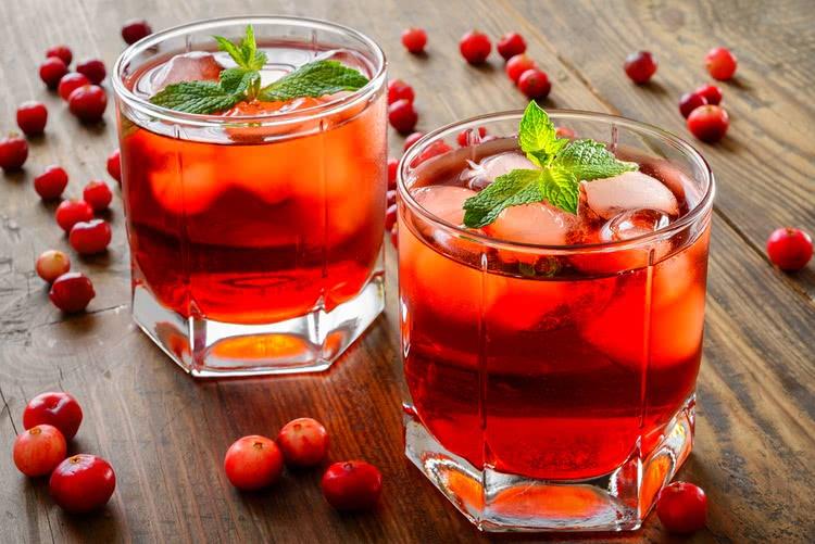 Как сделать настойку клюквы на спирту?