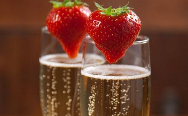 Рецепты коктейлей с шампанским и клубникой