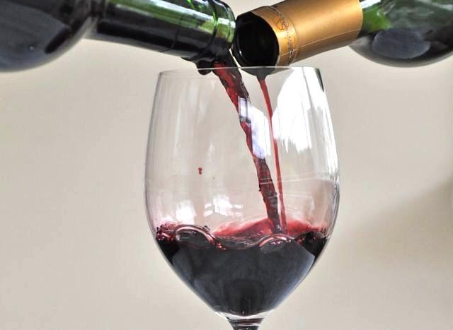 Как снизить кислотность вина.