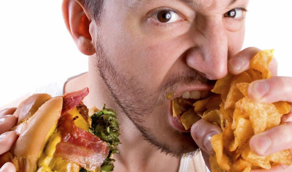 Алкоголь и жирная пища: насколько это вредно?