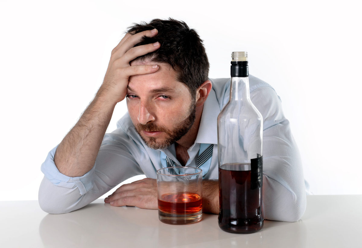 Причины алкоголизма у мужчин и основные симптомы